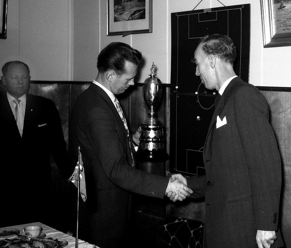 1958 Íslandsbikarinn afhentur á Akranesi mynd2