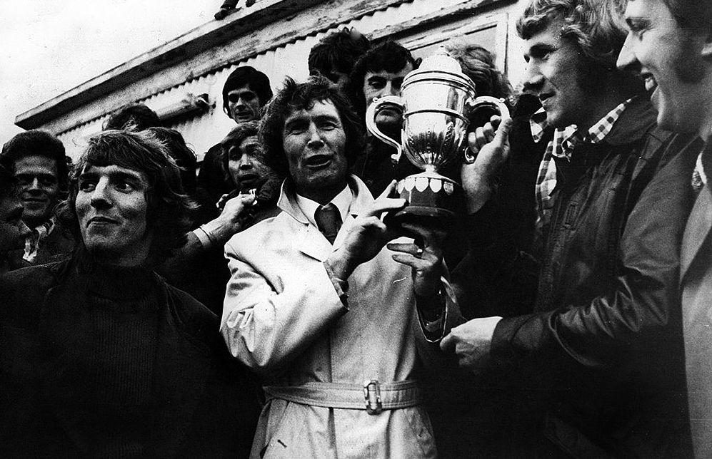 1975 Íslandsbikarinn afhentur