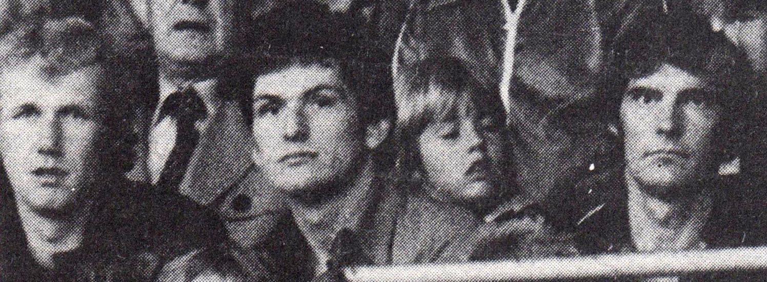 1977 Leikmenn ÍA fylgjast með gang mála