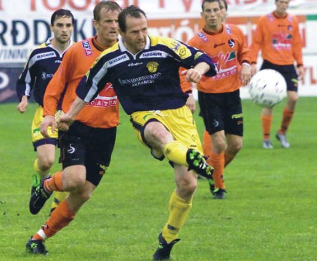 2001 Fylkir - ÍA Ólafur Þórðarson